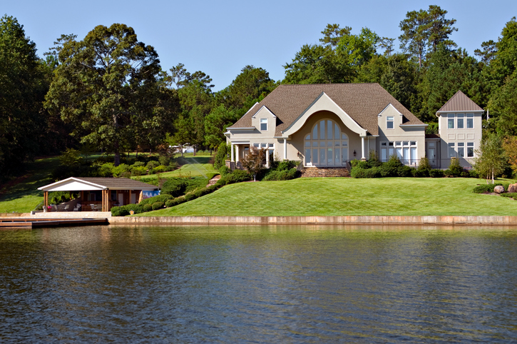 4 Great Reasons to Build on Waterfront Property